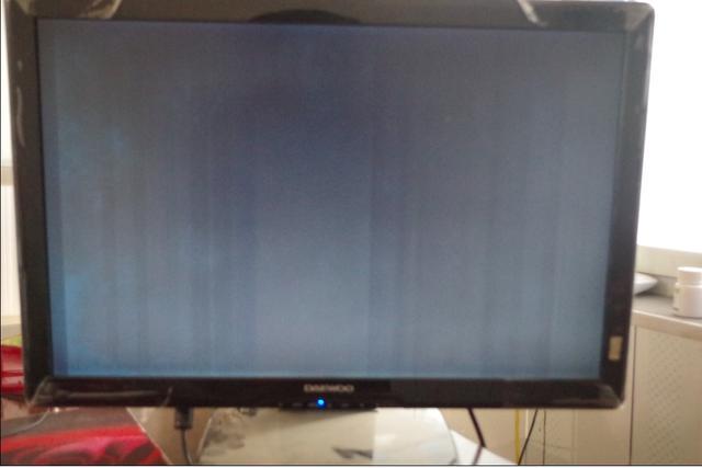 液晶电视开机一闪黑屏怎么回事