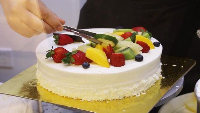 学做蛋糕,看看水果蛋糕的制作过程,做起来也不是很难!