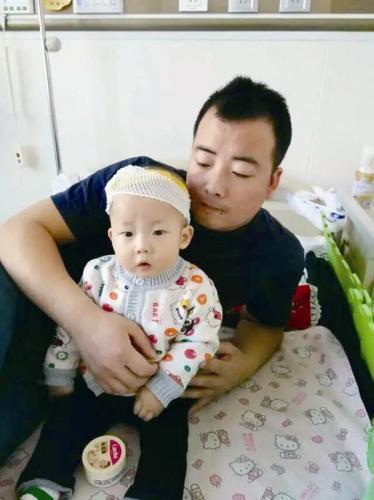 10个月大孩子做心脏手术 为救儿子他想要卖房
