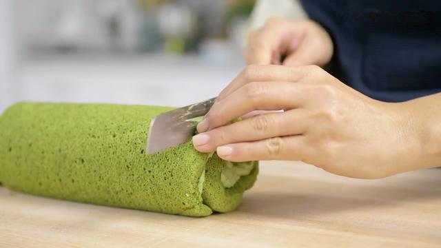 松软可口的抹茶蛋糕卷,甜而不腻,制作方法非常简单,诱人美味!