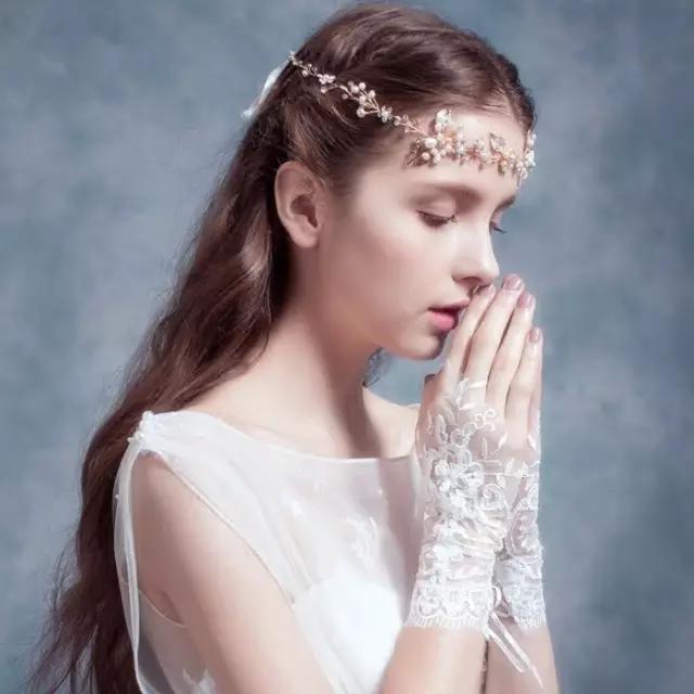 抹胸婚纱可以不戴手套