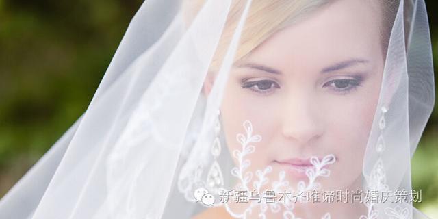 婚纱配什么头纱