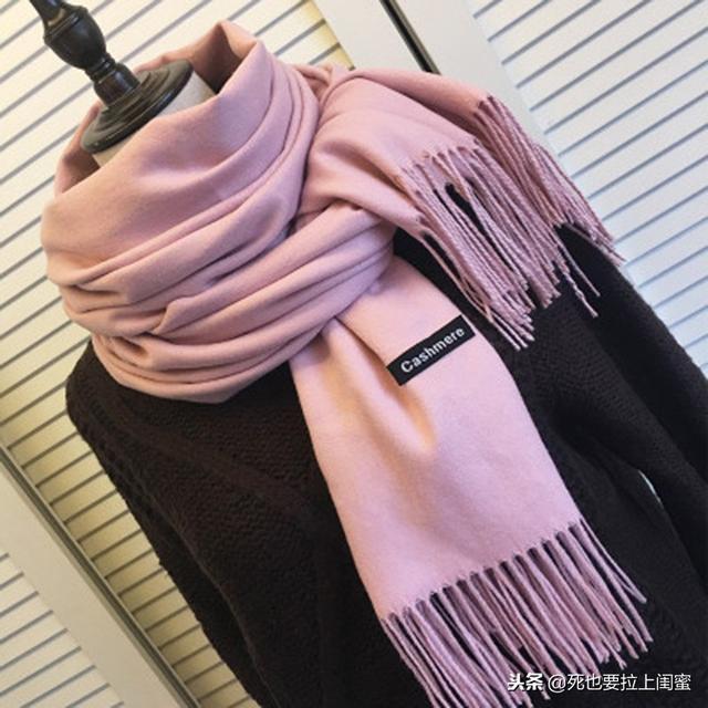 冬天围巾什么颜色好看?瞧瞧这3款百搭色,与时髦之间只差它了