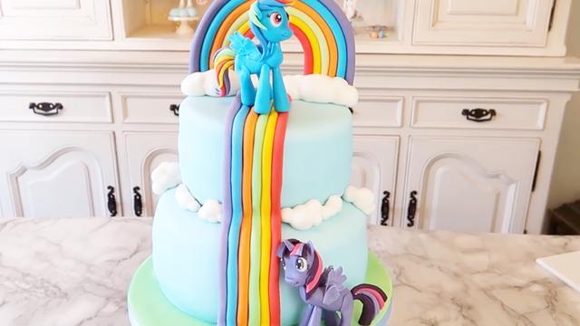 漂亮的小马宝莉乘着彩虹飞来了!原来是翻糖蛋糕,你认识她们吗