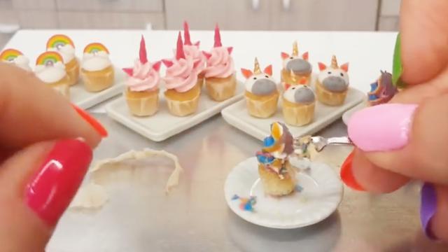 超迷你的纸杯蛋糕,像指甲盖这么小!我一口气能吃100个