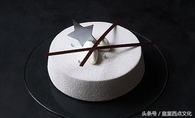 学做蛋糕要多少学费,去专业的学校学蛋糕还是拜师学艺!