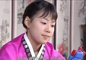 新娘十八岁:小媳妇终于把菜谱背熟,把李东健送她的玩具藏在袜里