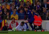 梅西为苏神报仇 离地爆铲拉莫斯 罕见性大动作 让全场球迷沸腾了