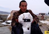 大雪过后,二蛋和小伙伴堆雪人,满满的童年回忆,玩的真带劲