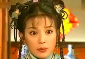 赵薇和刘涛同穿条纹西服,相差2岁,却气质怎么相差这么大
