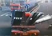 且行且小心!国内最新车祸瞬间现场视频