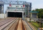 中国铁路奇观 火车也能开上船 漂洋过海去海南岛