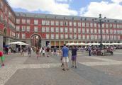 漫步西班牙马德里街头,这个广场景色不错(一)