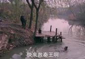 李世民被单雄信追杀,幸好尉迟恭在附近,几招就打跑!
