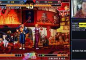 拳皇KOF97:夜枫的King极限翻盘,这是要把摇杆敲烂的节奏呀