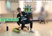 鹿晗演唱会后台花絮曝光!鹿boss坐上转椅 化妆室里旋转不停歇!