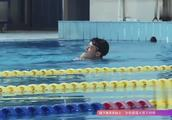 """部队游泳大比拼,孙杨犹如自带""""发动机"""",一下水看呆众人!"""