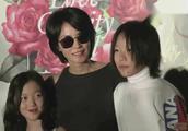 窦靖童童年旧照曝光梳短发穿红棉 网友-童童从小酷到大