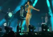 莫文蔚最新演唱会,腿比筷子还细,比雕塑还直!