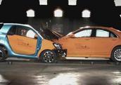 奔驰Smart和奔驰S级正面碰撞会发生什么?