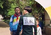 小明当着众多老师的面羞辱班主任,而被暴打倒地