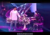 陈奕迅真是亏大了,花钱去看周杰伦演唱会还被抓上台唱歌,太可怜了