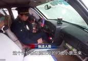 """私家车""""变脸""""出租车非法营运被查,司机怒怼执法人员被罚3万"""