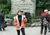 乡村周小敏:终于到重庆了,和小妹一起去洪崖洞网红店,好多小吃