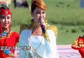 乌兰图雅 现场演唱《站在草原望北京》非常好听