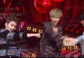 EXO出道单曲《MAMA》现场版,每次看都毫无抵抗力,舞蹈太帅了!
