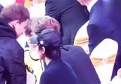 华表奖颁奖典礼花絮:王源和鹿晗,李易峰和成龙在台下热聊!