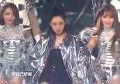 跨年演唱会张天爱超炫酷出场,动感撩人舞姿嗨翻全场!
