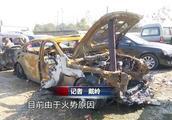 惊险!宝马车高速途中突发自燃,被烧面目全非成空架子