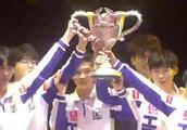 一年双冠!KPL的冠军都是一年一个的!Hero久竞再捧银龙杯!