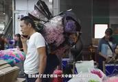 来到云南一定要去昆明斗南花市,鲜花比白菜还便宜,玫瑰花任性买
