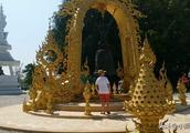 清莱白庙,净化心灵的神圣地方