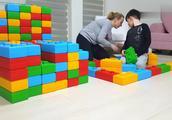少儿亲子:妈妈和宝宝一起搭建积木玩具车!一起来吧!