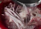 炖羊肉汤要牢记这步,熬出来的羊肉白汤,而且无任何膻味!