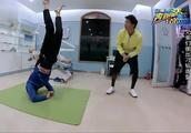 韩庚看到李晨的动作,越想越搞笑,直言:你够狠!