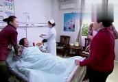 小伙医院偶遇同学,结果一听两人早恋过,两位当妈的当场怼起来了