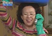 搞笑一家人:文姬顶着一盆泡菜还能接电话 媳妇惊讶婆婆力气大