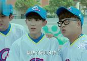 捕手易烊千玺一个手势,王俊凯就知道要投什么球,厉害啊