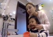 李小璐带甜馨刷牙!馨爷:妈妈咕噜咕噜!李小璐乐了!