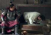 灌婴被罚,他感到耻辱要去杀韩信,曹参直接把剑扔地上让他去杀!