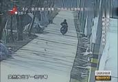 三番五次来偷看门狗,男子驾车去追却出意外,偷狗贼被撞当场身亡