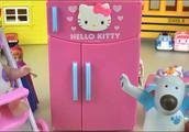 冰箱被小熊整理的整整齐齐的,现在要做好吃的给宝宝了