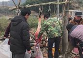 农村人吃肉真舍得,村子里打了头土黄牛, 有一户买了1000块钱