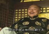 和珅跟纪晓岚被罚扫大街,皇上真是太皮了,让俩人当街争斗起来了
