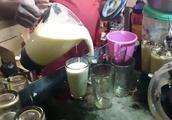 这应该是印度最脏的奶昔了,搅拌机都发霉了