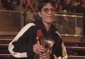 萧敬腾因演唱会出意外延迟2小时40分钟开场,向四面观众鞠躬道歉